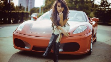 Girls_Girl_sitting_on_the_hood_of_the_orange_Ferrari